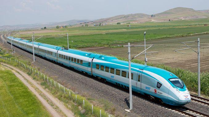 تیز رفتار ٹرین کو حاصل کرنے کی کوشش کرنا