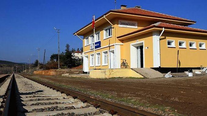 Si quelqu'un se demande si le train passe de Bursa, oui il passe.