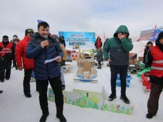 Uludag vinterfestival karton slæde konkurrence er knust
