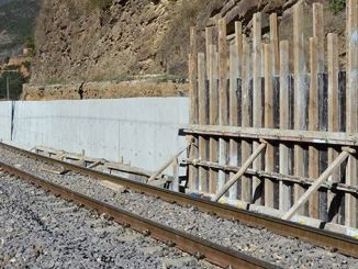 construction of reinforced concrete retaining wall and drainage channel on the river zonguldak line