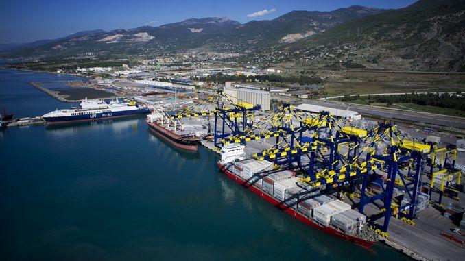 Pelabuhan Iskenderun adalah pesaing terbesar dari pelabuhan Mersin.