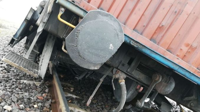 Heromarasta Zugwagen entgleist Kilometer Kilometer Eisenbahnschaden