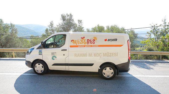 Muzebus continues its tour new stop Izmir