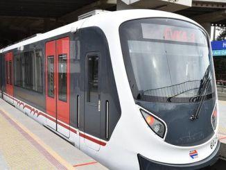 Arranjo de surtos para serviços de metrô e bonde em Izmir