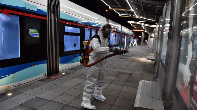 Броят на хората, ползващи обществен транспорт в Измир, намалява със XNUMX%