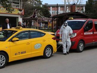 Los taxis comerciales y llenos se desinfectan en Kocaeli
