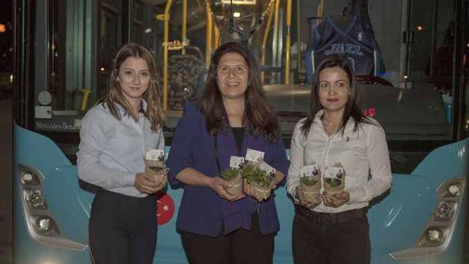 female bus bus drivers from Mersin met with flowers for the first time of the day
