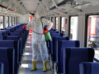 tum trenler korona virusune karsi dezenfekte ediliyor