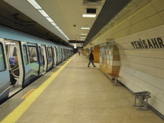 Do metro and ferries work at Istanbul weekend?