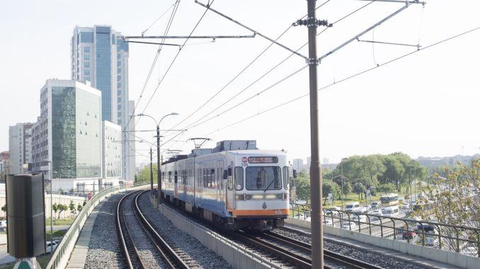 istanbulda metrobus metro ve vapurlar gun boyunca hizmet verecek