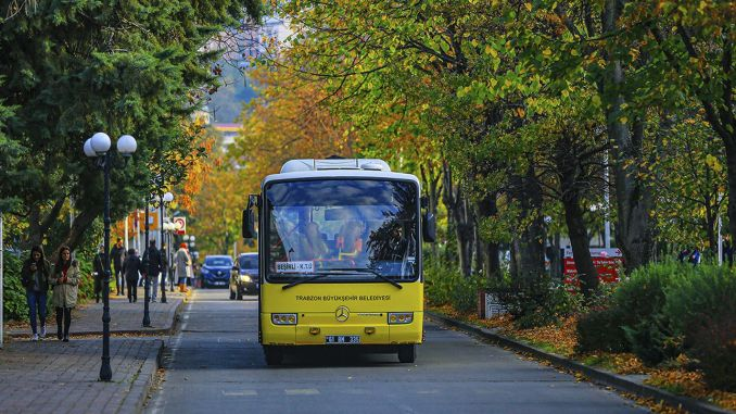 Bus service to health personnel during the ban on going out on the trabzon