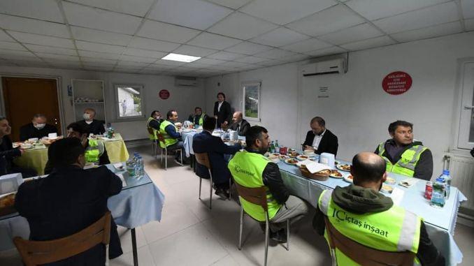 Ο υπουργός έκανε ιφτάρ με εργαζόμενους στον σιδηρόδρομο καραϊσμέλογουγλου