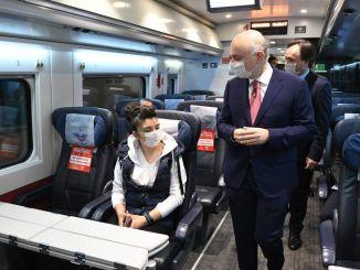 Bộ trưởng Karaismailoglu yht không phải là một vé tăng.
