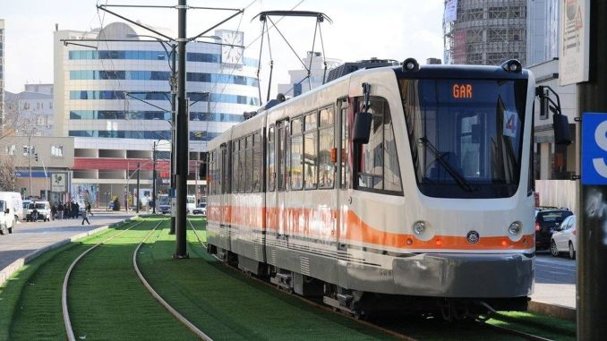 gaziantepte tram get off the rail and hit the direge