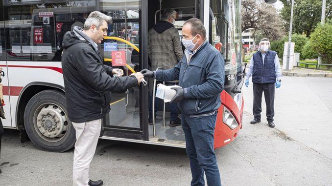 Die Verpflichtung, eine Maske zu tragen, wurde in Izmir eingeführt