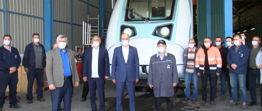 ترك است كه رئيس جمهور كل آتن است كه قطار برق ملي را به اين كشور داده است