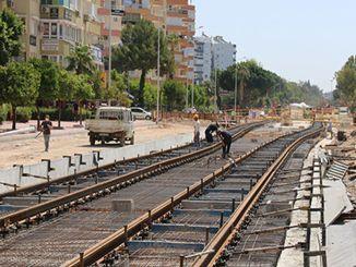Το στάδιο του σιδηροδρομικού συστήματος εξελίσσεται με γρήγορες σιδηροτροχιές που σχηματίζονται στο αεράκι
