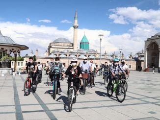 De startede fra Konya Train Station, de Toured Konya på cykel