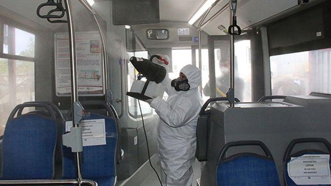 在安塔利亞的公共交通工具中消毒