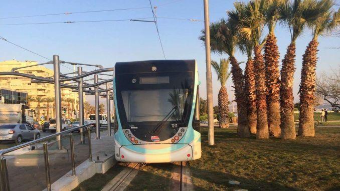 이즈미르에서 tyt 및 ayt 시험을 치르는 학생들을위한 대중 교통 지원