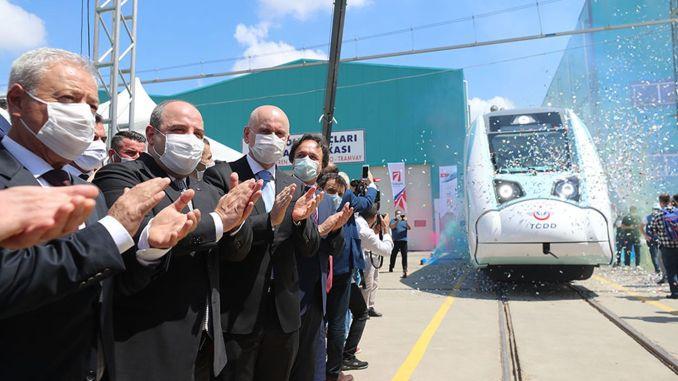 Začali sa továrenské skúšky národnej súpravy elektrických vlakov