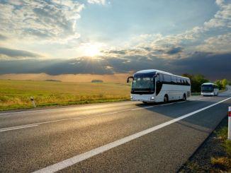 Efter anvendelse af loftets pris blev busbilletpriserne støvet til med%