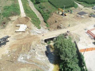 Modern híd sávból Kartepe-be