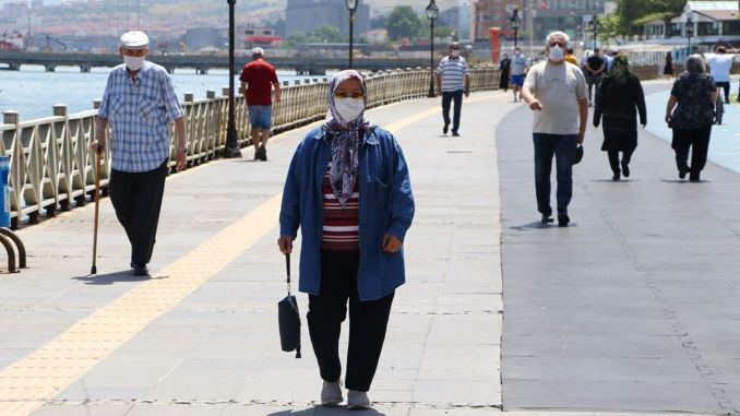 Before the Feast of Sacrifice, Pensioners were Filled with Billion Turkish Liras
