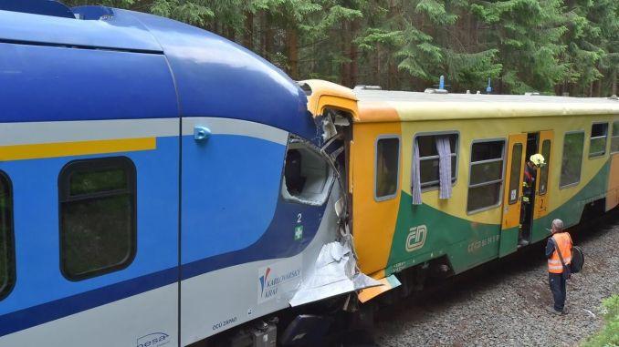 cekyada two passenger trains head-on