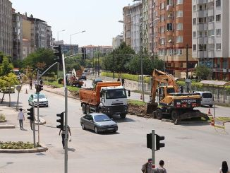 Drie-baans kruispuntstudie om het verkeer te ontspannen begon in Eskisehir