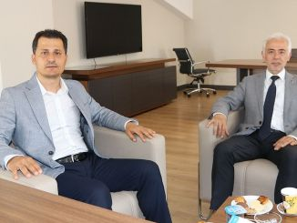 Ο γενικός πρόεδρος turasas γενικός διευθυντής επισκέφτηκε τον συγγραφέα