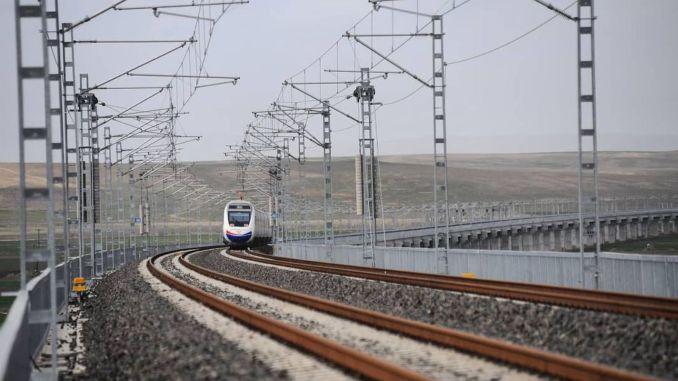 Hochgeschwindigkeitszüge werden das ganze Jahr über Kilometer erreichen