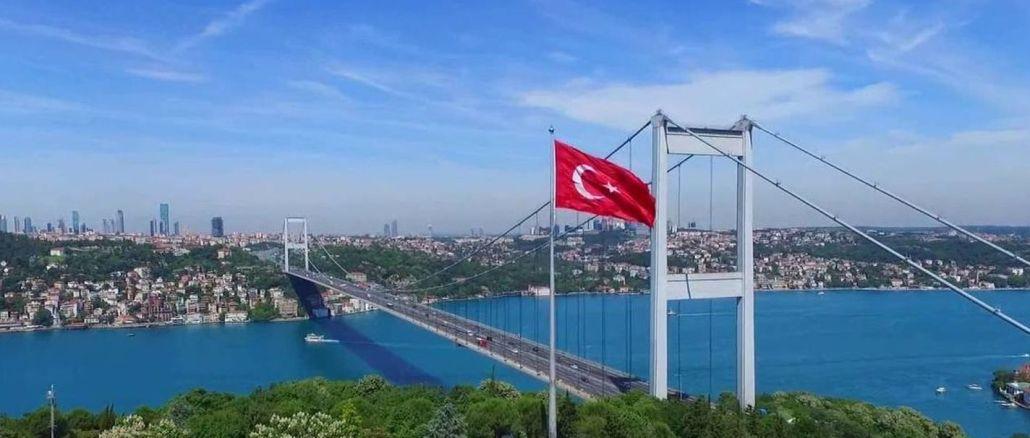 Den anden hals i Istanbul, Fatih Sultan Mehmet, er ved broen