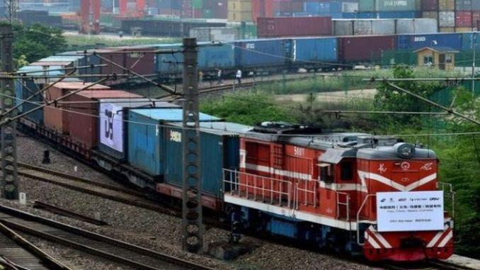 configurado para el contenedor del tren tren con carga de juguete