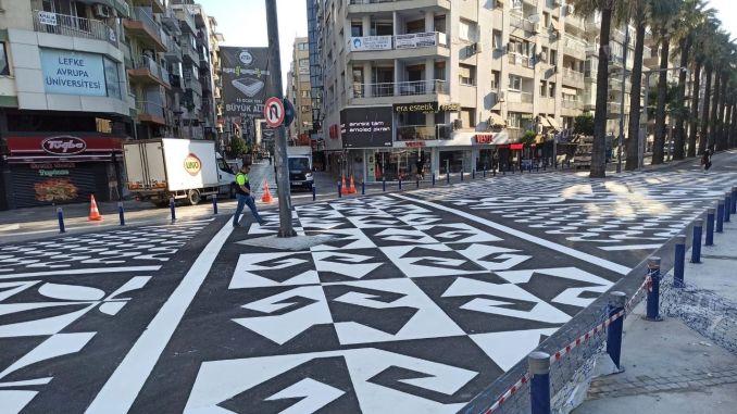 pedestrian crossing like artwork, safety of pedestrians in Izmir