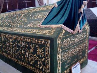 pussi sarkofagus di bawah perlindungan