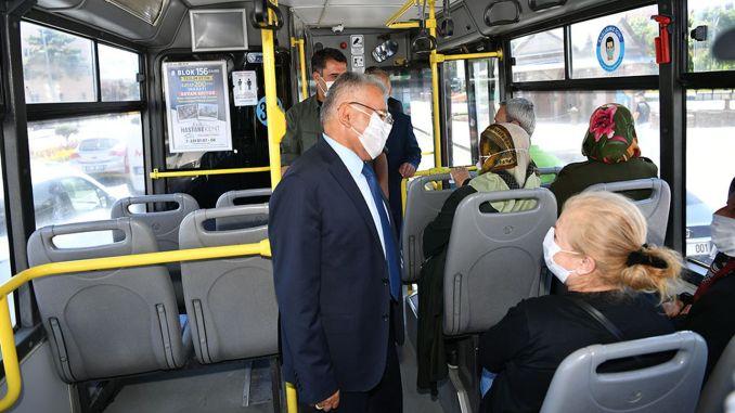 Bigukkilic bussiga sõites tuletab mask meelde distantsi- ja puhastusreegleid