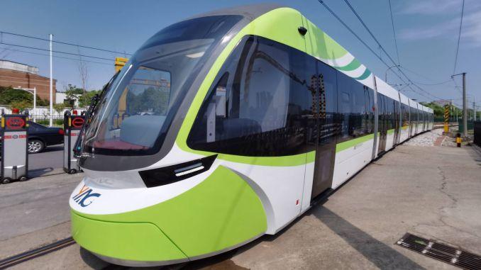 cin-ilk-surucusuz-tramvayini-kullanima-sundu