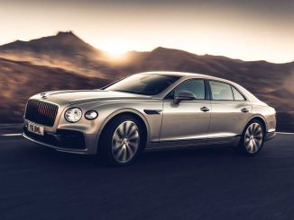 Los primeros paneles de madera tridimensionales del mundo New Bentley Flying Spurda