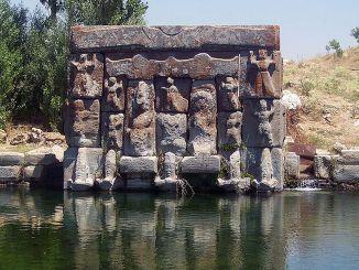 über eflatunpinar hitit water monument