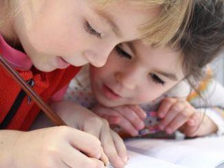 Hogyan kellene a szülőknek az iskolába visszatérő gyermekeket megközelíteni?
