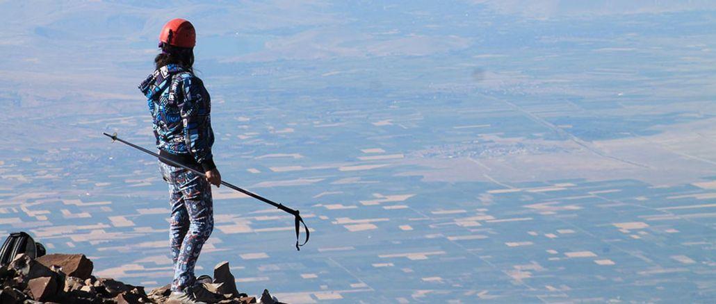 Den första toppen av Erciyes klättrar upp ett berg i Turkiet har börjat