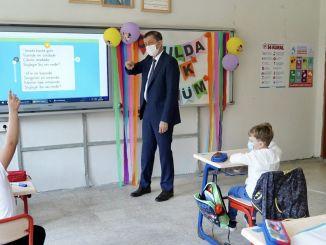 Ziya Selçuk nemzeti oktatási miniszter személyes nyilatkozata