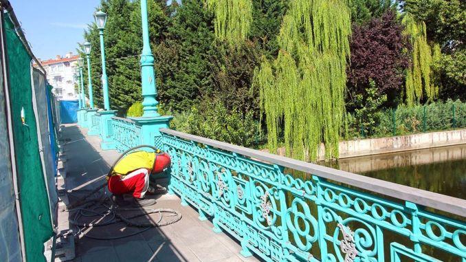 งานบำรุงรักษายังคงดำเนินต่อไปบนสะพานบน Porsuk Stream