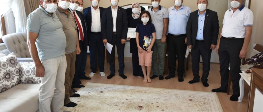 Malatya'daki Tren Kazasında Hayatını Kaybeden Makinistin Ailesine Yardım