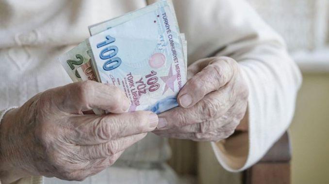 بدء مدفوعات المعاشات التقاعدية لكبار السن والمعاقين اليوم