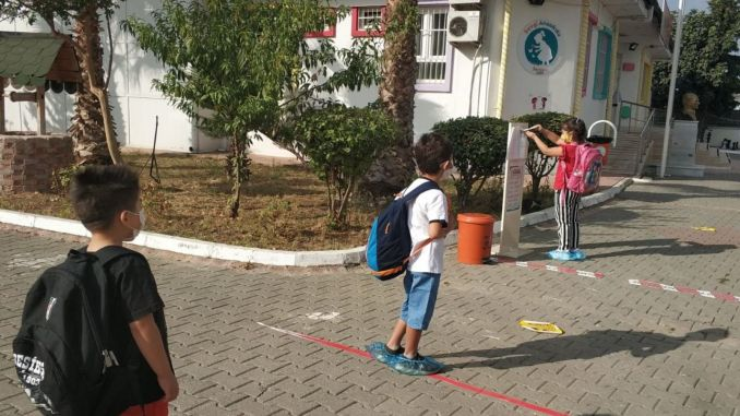 يبدأ التعليم وجهًا لوجه في رياض الأطفال والمدرسة الابتدائية للصف الأول