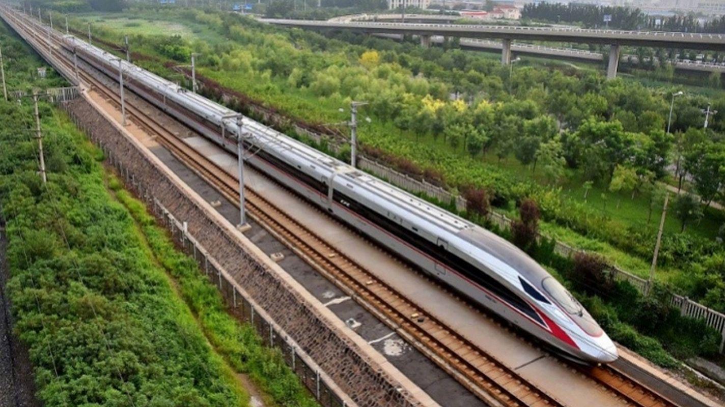 In Beijing-Shanghai-High-Speed-Train-Quiet-Wagon-Period-Begins