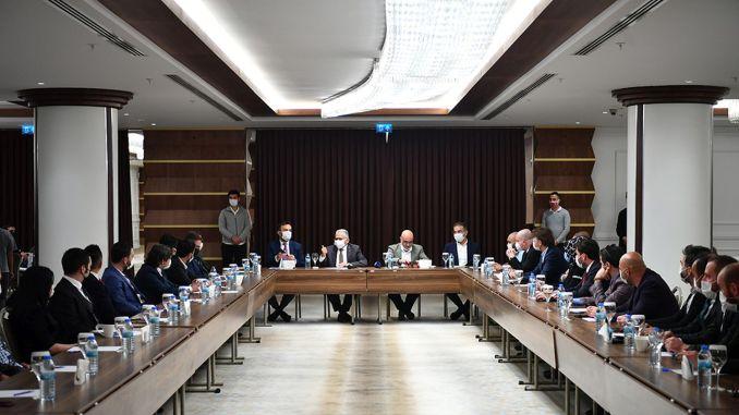 Büyükkılıç varoval investorov na samite Erciyes
