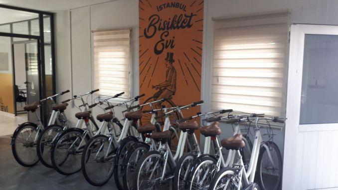 Stambulski dom rowerowy otwarty w Yenikapı
